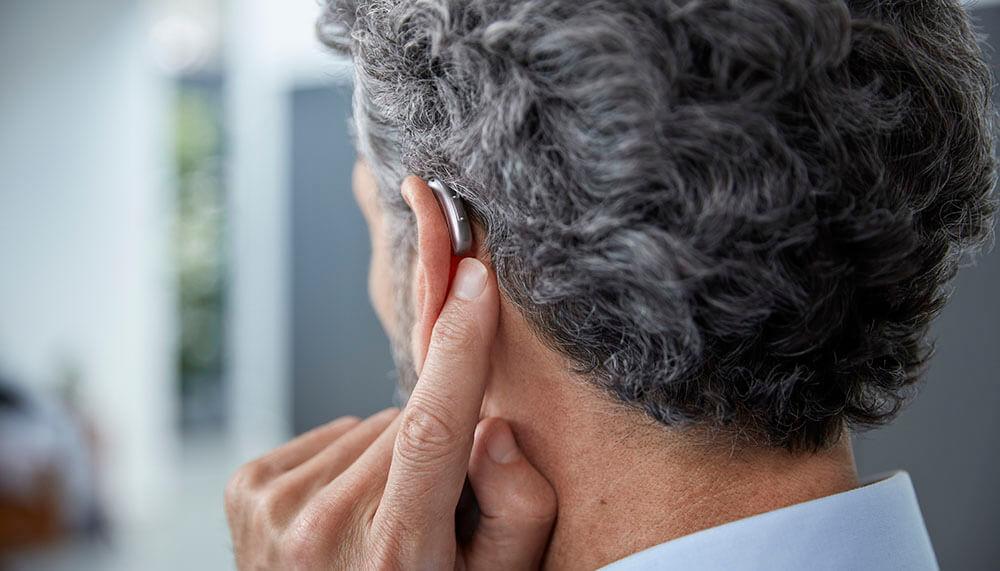 signia soorten hoorapparaat achter het oor aho jonge man